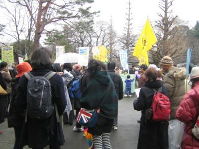 17 17일 히토츠바시 앞 타마워크 모습, 여성과 아이들이 압도적으로 많다.